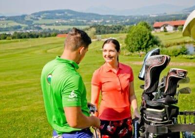 Golfer mit Cart